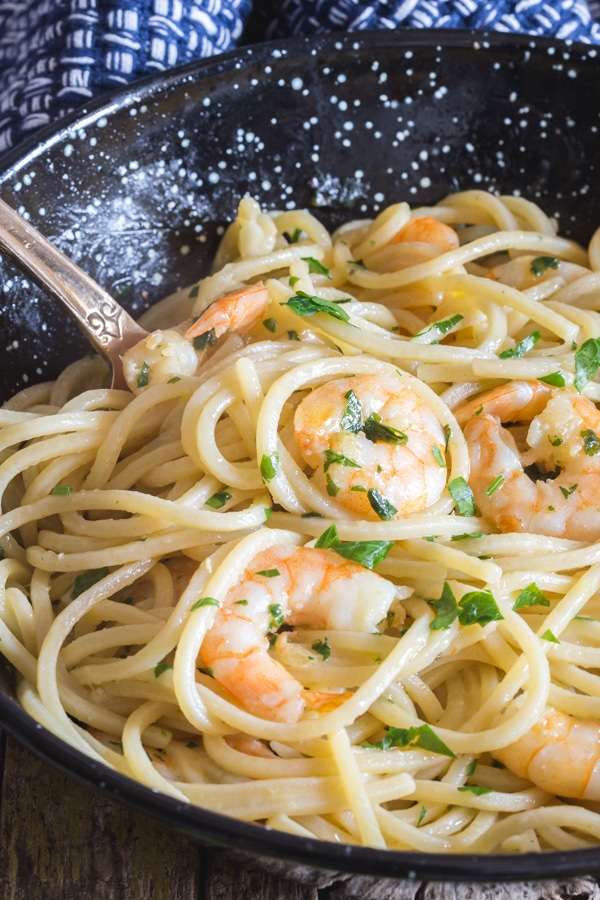 shrimp pasta in a black pan