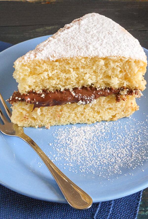 Yellow cake with Nutella  Ciambellone soffice con Nutella