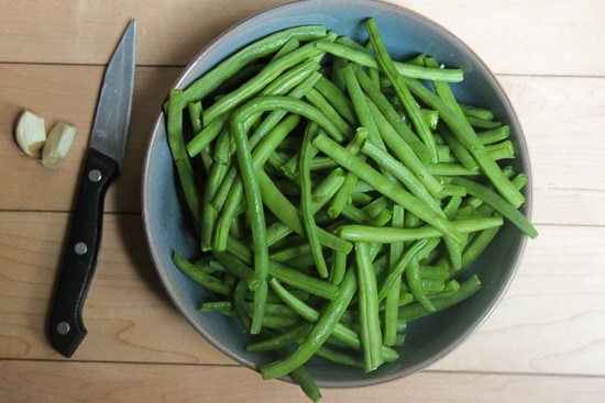 Italian green bean toss