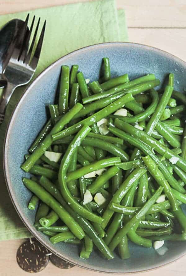 The best and only way to make green beans, Italian green bean toss. A healthy, fast and easy recipe made with fresh green beans.