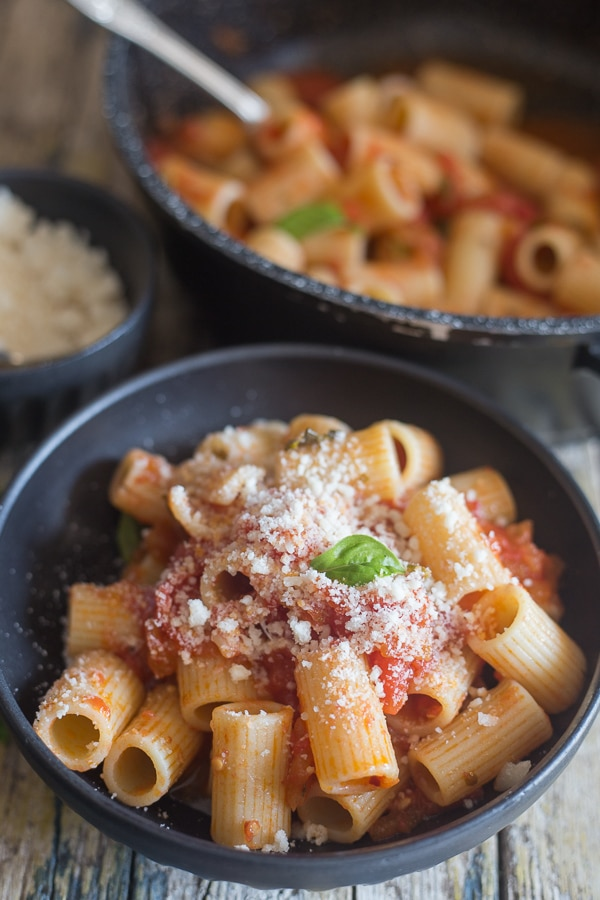 fresh tomato sauce and pasta in a black bowl
