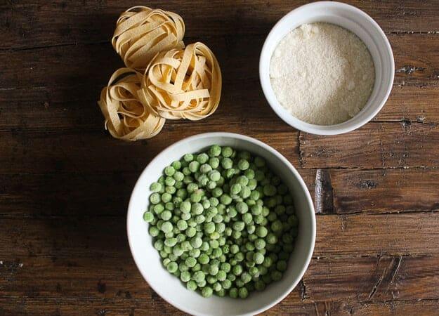 Easy Creamy Tuna Noodle Casserole, quick, easy, healthy and so creamy, a delicious Tuna Casserole. Peas or broccoli make this amazing.