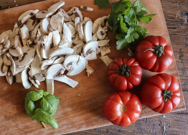 fusilli with fresh tomatoes and mushrooms