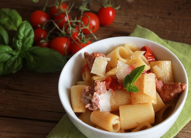 Pasta with Italian sausage and fresh Tomatoes, a fast, easy and ...