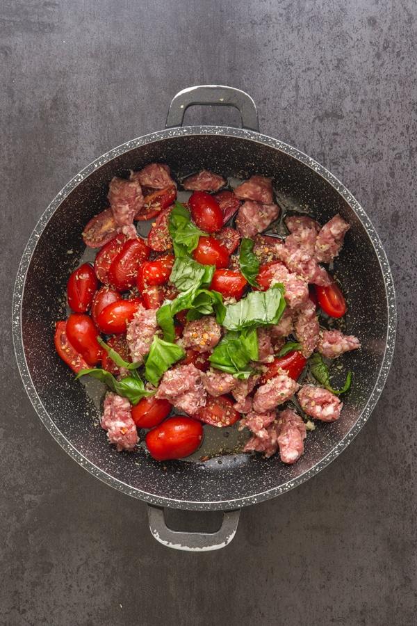 how to make sausage pasta, ingredients in a black pan