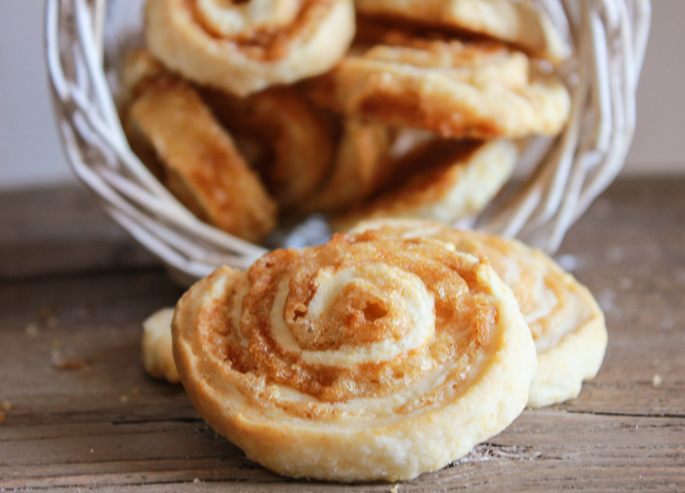 Brown Sugar Pinwheel Cookies, a delicious fast and easy pastry dough cookie recipe, butter and brown sugar filling, the perfect dessert for kids and guests/anitalianinmykitchen.com