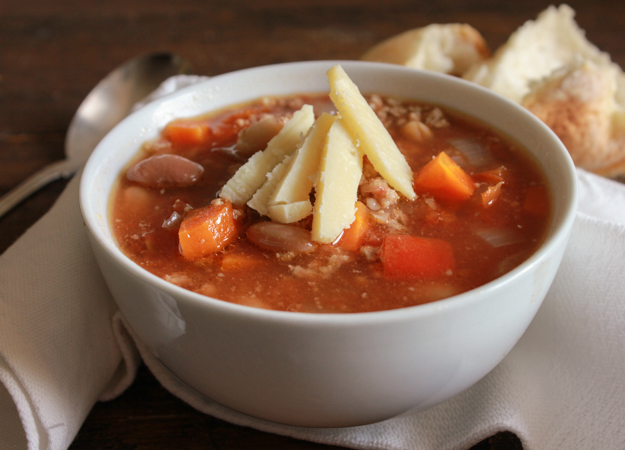 Italian Crockpot Two Bean Chili Soup, an easy chili soup recipe. The perfect comfort food. A healthy two bean delicious Italian Fall dinner|anitalianinmykitchen.com