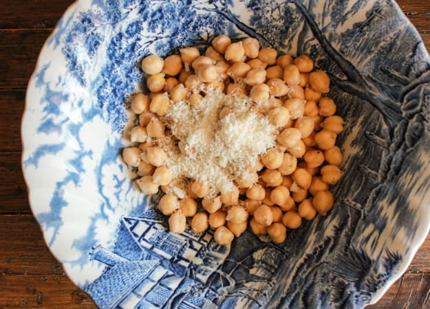 Italian Roasted Chickpeas, healthy, Parmesan oven roasted Chickpeas. The perfect crunchy anytime snack. The best roasted chickpea recipe.