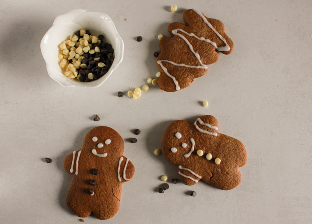 Gingerbread cut-out cookies, an easy crispy on the outside and soft on the inside delicious gingerbread recipe, cutout a tree too, with an easy icing.|anitalianinmykitchen.com