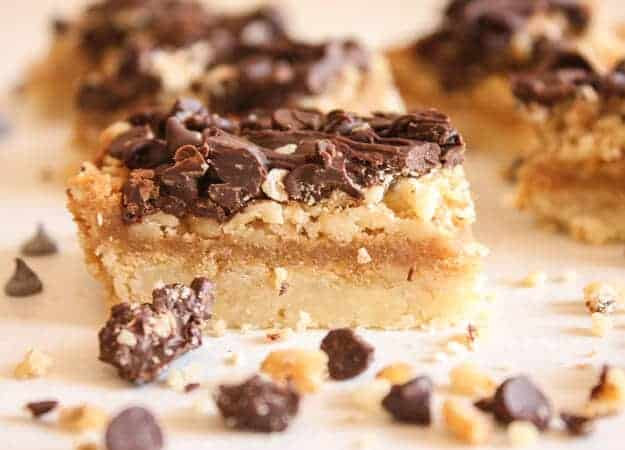 Turtle Cookie Bars, a fast and easy cookie recipe with a yummy shortbread base, filled with nuts, caramel and chocolate. A new favourite.
