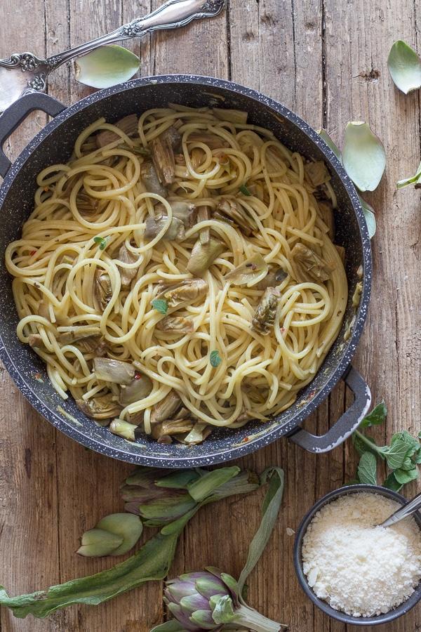 artichoke pasta in a black pan