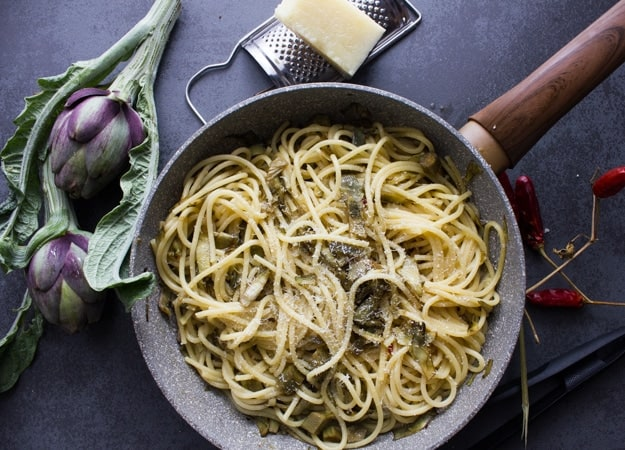 A simple, fast and delicious Easy Skillet Artichoke and Spaghetti Pasta recipe. Italian never tasted so good, and healthy.
