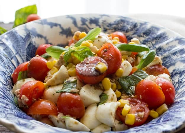 A delicious Summer recipe, An Easy Fresh Tuna Corn Salad, fast and full of tomatoes, corn, and all fresh ingredients. A Summer favorite.|anitalianinmykitchen.com