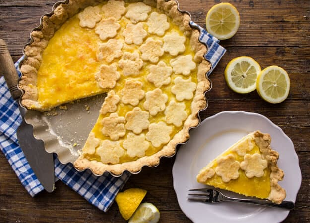 Italian Lemon Crostata, a simple and easy Italian Dessert, a flaky pie pastry and  delicious lemon filling. A perfect snack or dessert recipe.