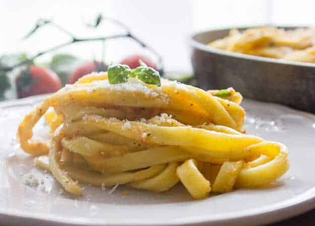 Creamy Tomato Pesto Fettuccine is a healthy, simple and easy pasta ...