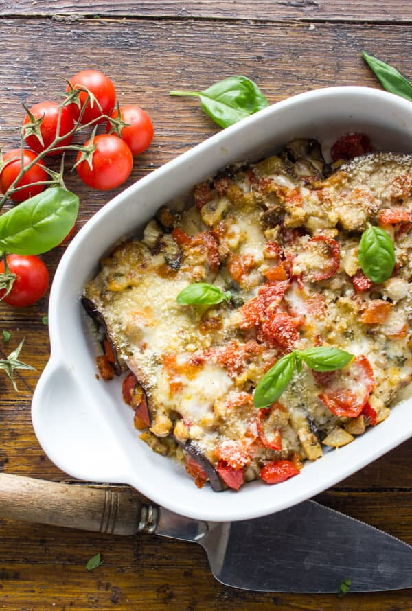 An easy delicious Grilled Eggplant Rolls recipe, filled with fresh tomatoes,mushrooms, peppers and double cheese. The Perfect Healthy Meal.