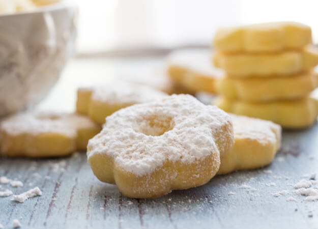 Canestrelli a wonderfully delicious Italian Cookie, a shortbread type cookie but with a crunch, fast and easy.