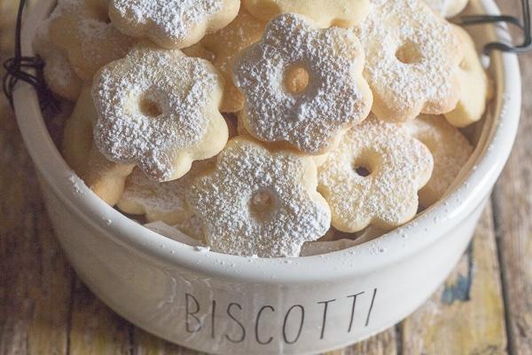 canestrelli in a white jar