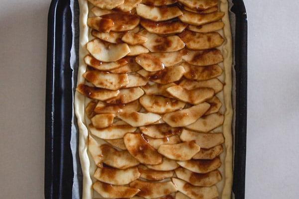 apple tart sliced apples on tart ready for baking