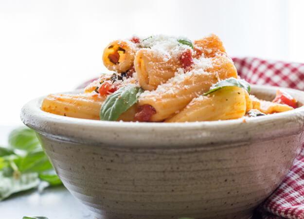 easy Homemade Fresh Basil Tomato Sauce, makes the perfect Pasta Sauce ...