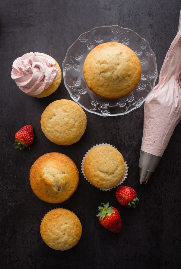Homemade Strawberries and Cream Cupcakes, the perfect, easy light snack or dinner dessert. Made with fresh strawberries and so delicious.