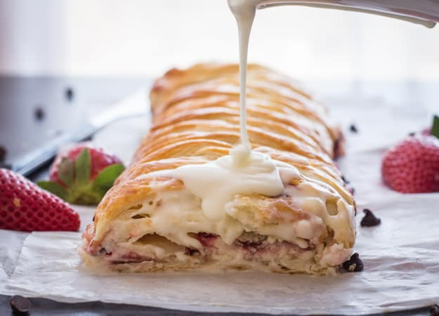 Strawberry Cream Cheese Strudel, a fast, easy and delicious Dessert, filled with Fresh Strawberries, Cream Cheese and Chocolate Chips.