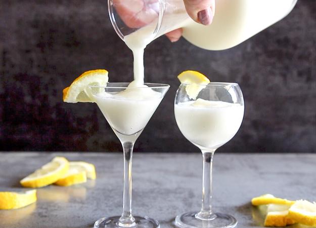Limonin sorbet je odlična kombinacija sladoleda, penine in žgane pijače.