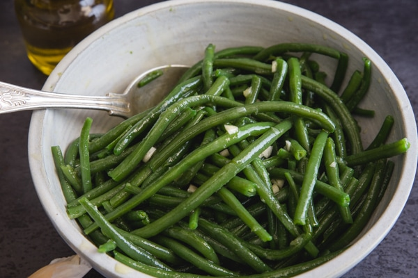 up close green beans in a white bowl