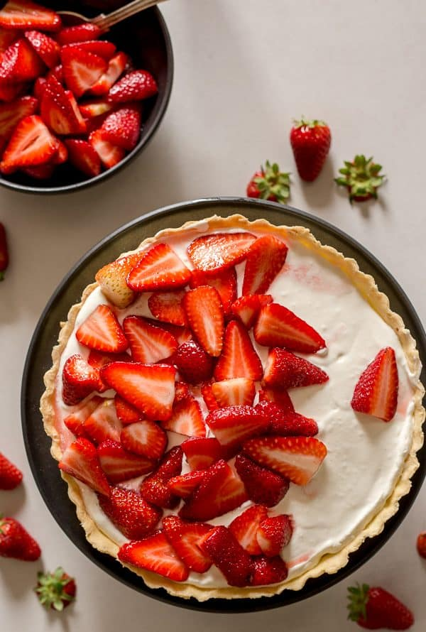strawberry pie with strawberries in a black bowl