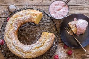 mascarpone cake with raspberry cream