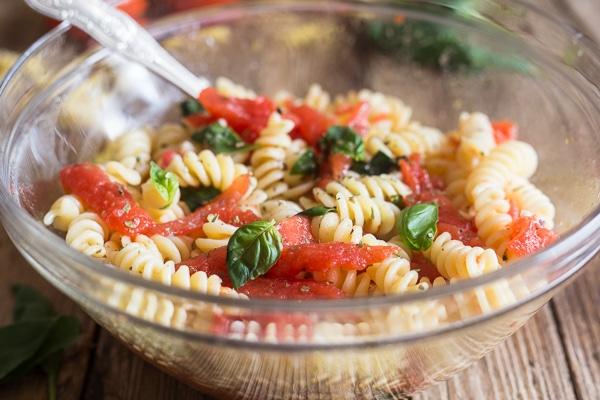 fresh tomato pasta in a glass bowl