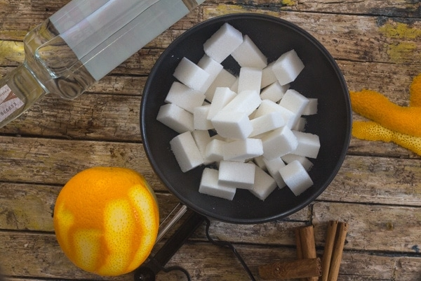 sugar cubes, vodka, orange and cinnamon to make alcoholic sugarcubes