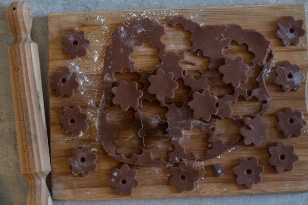 cutting out flowers for chocolate canestrelli cookies