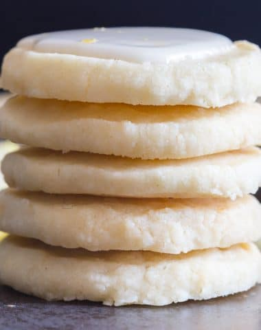 lemon cookies 5 cookies stacked on each other