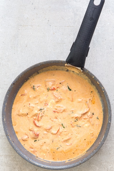 the cooked cream pasta sauce in a black pan
