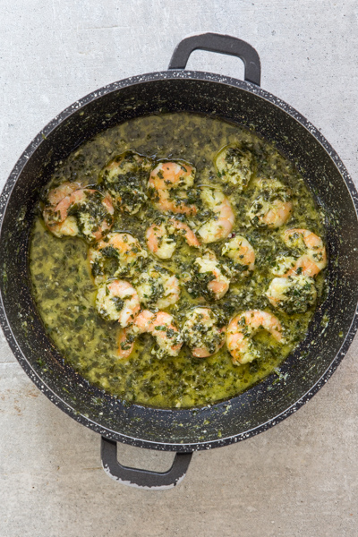 pesto and shrimp cooked in the black pan