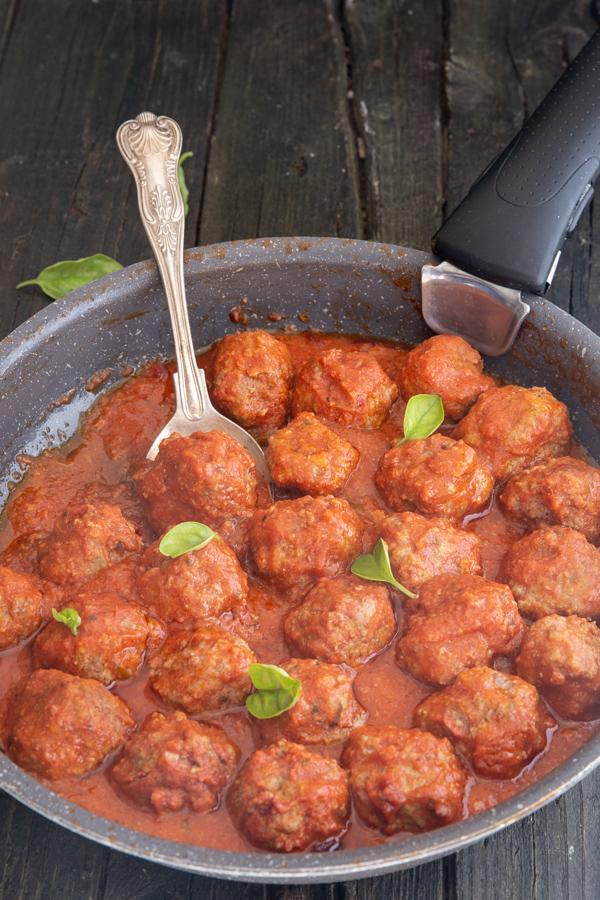 meatballs in a black pan